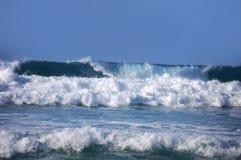 Byggande vågor på Kauai fotografering för bildbyråer