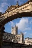 byggd abbeybadbyggnad färgade använda för england historiskt honungsten Royaltyfria Bilder