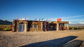 Byggd om kall vårstation i Mojaveöknen på historisk ro Royaltyfria Foton