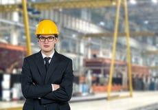 Byggmästare med den gula hjälmen Arkivbilder