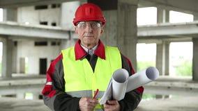 Byggmästare på konstruktionsplatsen stock video