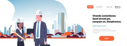 Byggmästarearkitektpar som diskuterar blandningen, springer bakgrund för cityscape för byggnad för staden för hjälmen för byggnad stock illustrationer