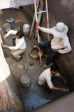 Byggmästaremortel på underjordiska borgerliga arbeten Royaltyfria Foton