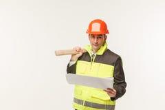 Byggmästaren bearbetar hjälmen arkivfoton
