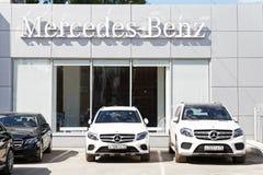 Byggnad av att sälja för Mercedes-Benz bil och den tjänste- mitten Arkivfoton