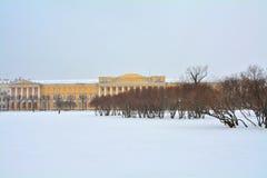 Byggnad av baracker av det Pavlovsk regementet i St Petersburg, Ryssland Arkivbilder