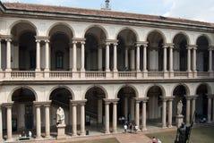 Byggnad av Brera i Milan royaltyfri bild