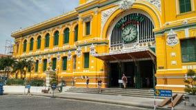 Byggnad av den centrala postofficen i Ho Chi Minh City (Saigon), Vietnam arkivbilder