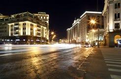 Byggnad av den statliga Dumaen av den federala enheten av rysk federation (på natten) moscow Royaltyfri Foto