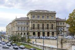 Byggnad av den ungerska akademin av vetenskaper royaltyfria foton
