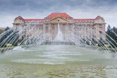 Byggnad av det Debrecen universitetet, Ungern Arkivfoton