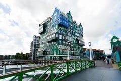 Byggnad av det Inntel hotellet i Zaandam, Nederländerna Royaltyfri Fotografi