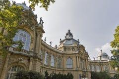 Byggnad av det jordbruks- museet i den Vajdahunyad slotten Budapest Ungern Arkivfoto