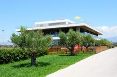 Byggnad av det moderna lyxiga hotellet Royaltyfria Bilder
