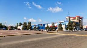 Byggnad av en köpcentrum ankh Ryssland Fotografering för Bildbyråer