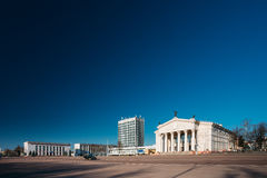 Byggnad av Gomel den regionala dramateatern på den Lenin fyrkanten in Royaltyfria Bilder