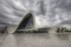 Byggnad av Heydar Aliyev Center, HDR foto Royaltyfria Foton