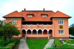 Byggnad av museet av Ulpia Traiana Augusta Dacica Sarmizegetusa Royaltyfria Foton