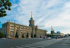 Byggnad av stadsadministrationen (stadshus) i Ekaterinburg, Rus Royaltyfri Foto