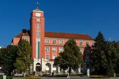 Byggnad av stadshuset i mitt av staden av Pleven, Bulgarien royaltyfri foto