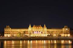 Byggnad av universitetet av Budapest arkivbilder