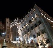 byggnad av universitetet av Guanajuato på natten som underifrån beskådas arkivbild