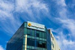 Byggnad för Bendigo bankfilial på promenaden för 120 hamn, hamnkvarter Arkivbilder
