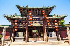 Byggnad för forntida stad för maingate-Pingyao för stadsgudtempel royaltyfria foton