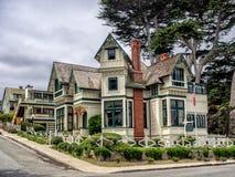 Byggnad för gammal stil i den Stillahavs- dungen, Monterey, Kalifornien royaltyfri foto