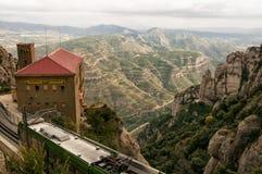 Byggnad för kabelbil i Montserrat Mountains av Spanien Arkivbilder
