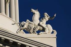 Byggnad för Kapitolium för staty- och kolonndetaljKalifornien stat Royaltyfri Bild