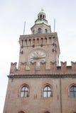 Byggnad för klockatorn; PiazzaMaggiore fyrkant; Bologna; Italien Arkivbilder