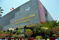 Byggnad för krigkvarlevamuseum i Ho Chi Minh City Royaltyfri Foto