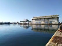 Byggnad för marknad för fiskauktion på Garrucha fiskeport royaltyfria bilder