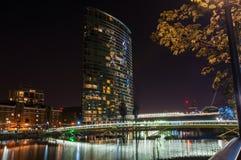 Byggnad för Marriott västra Indien kajhotell i Canary Wharf vid natt Arkivfoto