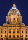 Byggnad för Minnesota statKapitolium på natten Arkivfoton