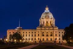 Byggnad för Minnesota statKapitolium på natten Arkivbilder