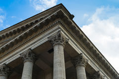 Byggnad för romersk stil Royaltyfria Bilder