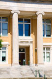 Byggnad för ståndsmässig domstolsbyggnad för liten stadtegelsten Royaltyfria Foton