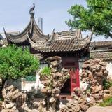 Byggnad för traditionell kines och vaggar på Yu trädgårdar, Shanghai, Kina arkivfoton