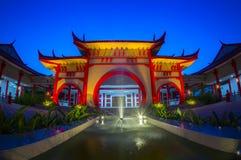 Byggnad för traditionell kines på skymningtid arkivbilder
