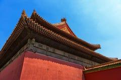 Byggnad för traditionell kines under blå himmel arkivfoton