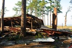 byggnad förstörd storm Arkivfoto