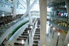 Byggnad Hong Kong High Speed Rail v?stra Kowloon ?ndstation arkivbilder