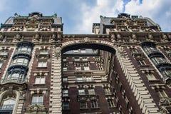 Byggnad i övrevästra sida i New York arkivfoto