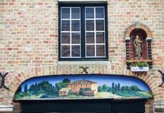Byggnad i den gammala townen av bruges Arkivbilder