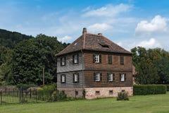 Byggnad i en parkera i den historiska gamla staden av Buedingen, Hessen, Tyskland Royaltyfri Foto