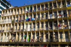 Byggnad i i stadens centrum Yangon, Myanmar (Burman) Arkivbild