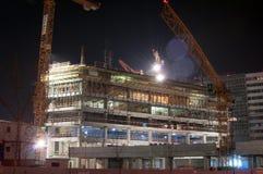 Byggnad i natten Arkivbilder