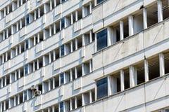 Byggnad i Petržalka, Bratislava, Slovakien Royaltyfria Foton
